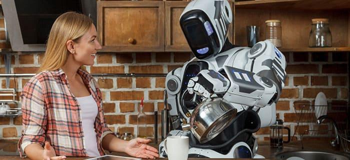女性にお茶をいれて接客するロボット